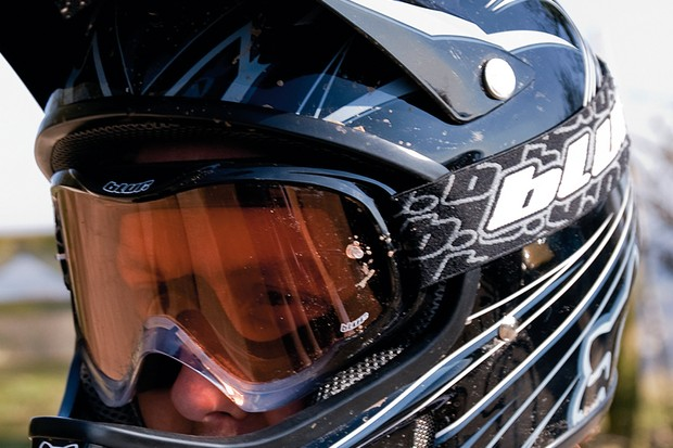 Blur B1 light sensitive goggles