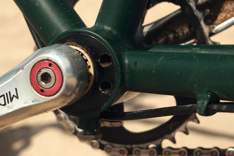 Square taper bottom bracket teamed with Middleburn cranks, ideal for mile munching