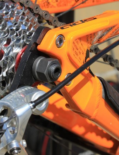 The modular dropouts accommodate a geared or single-speed configuration with either a 10mm or 12mm thru-axle.