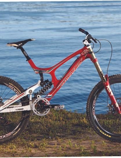 Santa Cruz's new V-10 Carbon in Syndicate team colours
