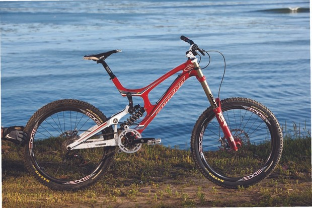 Santa Cruz's new V-10 Carbon in Syndicate team colours