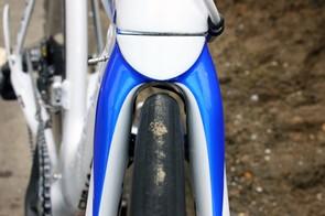 The scissor-type front brake is well hidden behind the fork crown