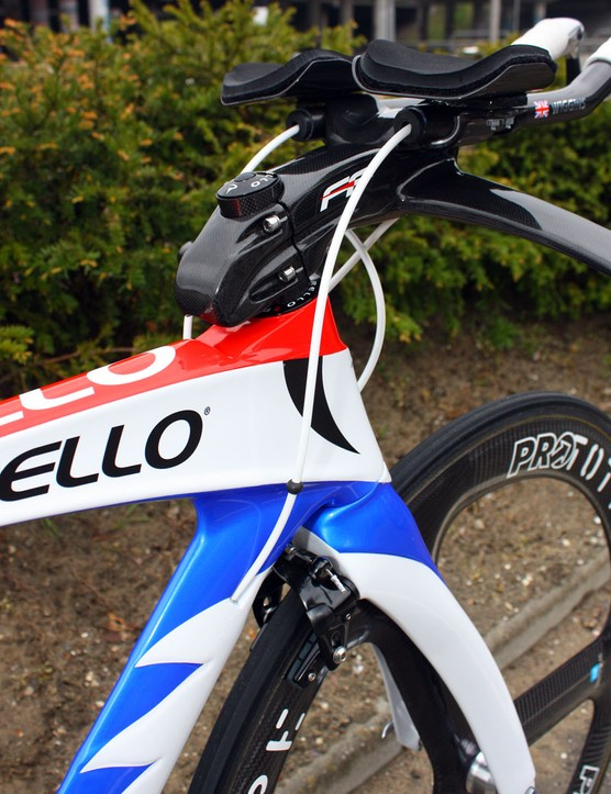 The top tube is rather tall and broad, allowing the down tube to be narrower without sacrificing front triangle stiffness