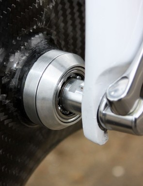 Wiggins clearly places a very high importance on reducing friction with both the bottom bracket and derailleur pulleys rotating on ceramic bearings and the front hub running without any seals