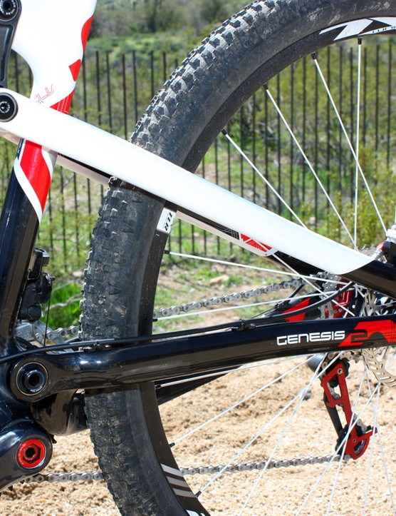 Asymmetrical chain stays are used on the rear triangle