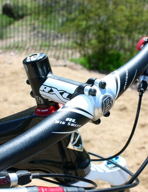 The 12-degree sweep on the Bontrager aluminum handlebar makes for a comfortable feel on longer rides