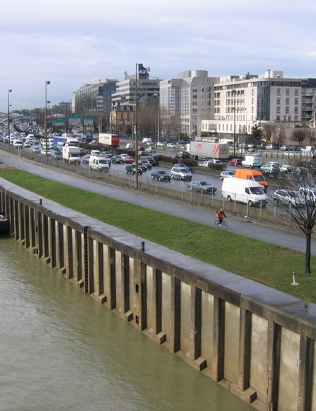 Paris's mayor wants to close part of the left bank expressway to motor traffic