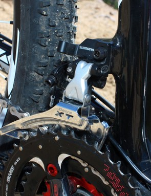 The direct mount front derailleur leaves more room behind the seat tube for big 29