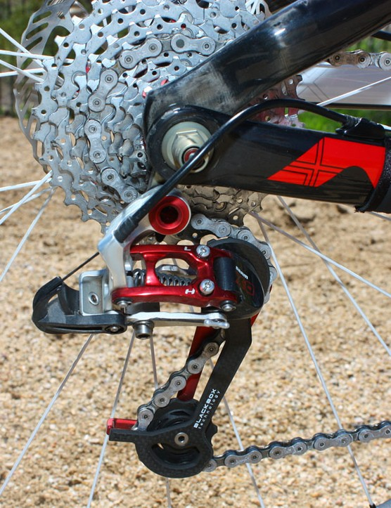 A red anodized SRAM X.0 rear derailleur provided its usual reliable shifting