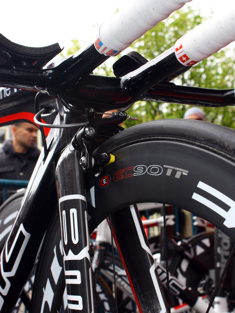 Evans's bars are so low that there's barely enough room to squeeze in the sidepull TRP T925 front brake caliper.