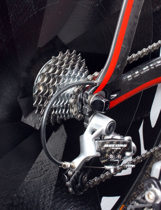 Evans's bike is fitted with a 10-speed Campagnolo drivetrain since the company still don't offer 11-speed bar-end shifters