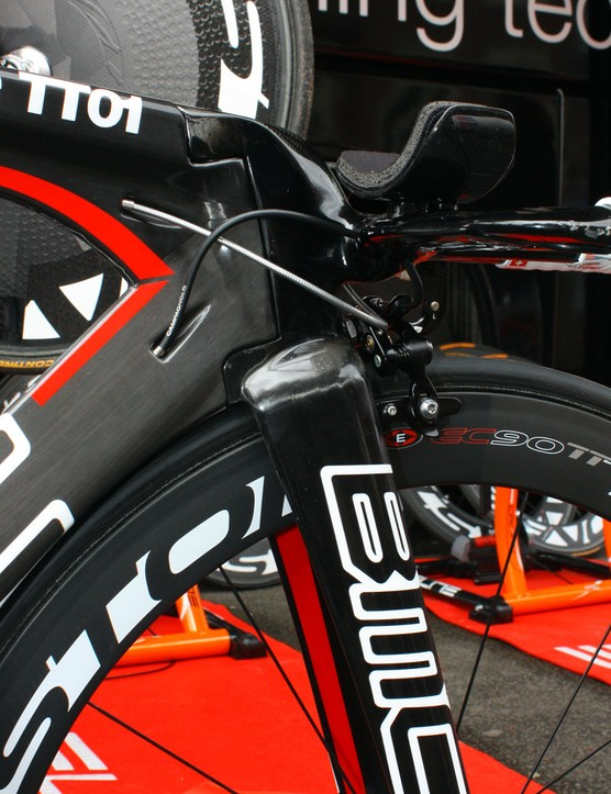 The short stem and aero bars are all one integrated carbon fibre structure on Evans's BMC TT01