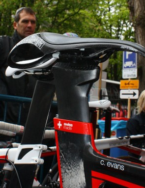 BMC's latest TT01 seatpost omits the previous version's metal rail in favour of an integrated carbon structure