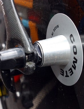The rear hub features adjustable bearing preload