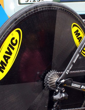 Christian Vande Velde (Garmin-Transitions) used a prototype Mavic disc wheel for the Giro d'Italia prologue with no foam core between the carbon sheets and a lighter carbon rim instead of the current version's alloy one