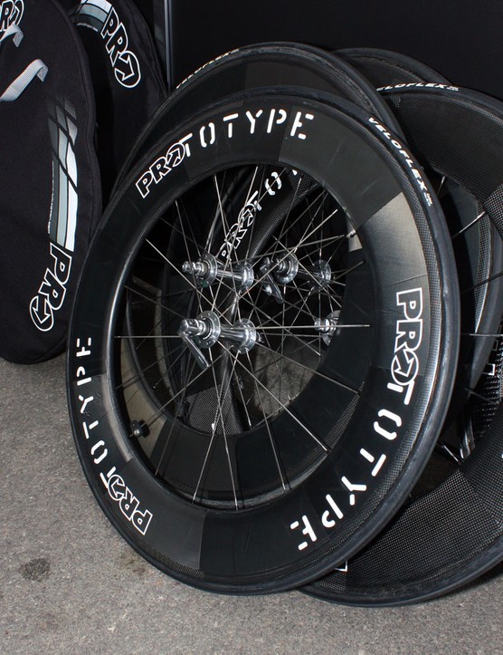 Likewise, these 'PROtotype' 90mm-deep wheels are built with HED Stinger 9 rims
