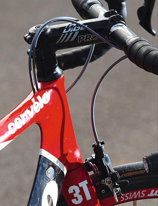 The top tube and down tube flow smoothly out from behind the head, for a wind-slippery teardrop section