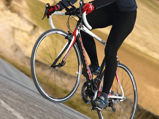 Big chainstays and stout down tube with twist-resistant head  tube mean it pursues rapid  direction change with accuracy