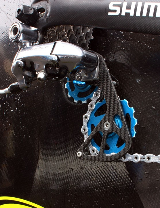 The Berner carbon fibre derailleur cage and oversized (13T upper, 15T lower) pulleys are said to noticeably reduce drivetrain friction by allowing less severe chain bends.