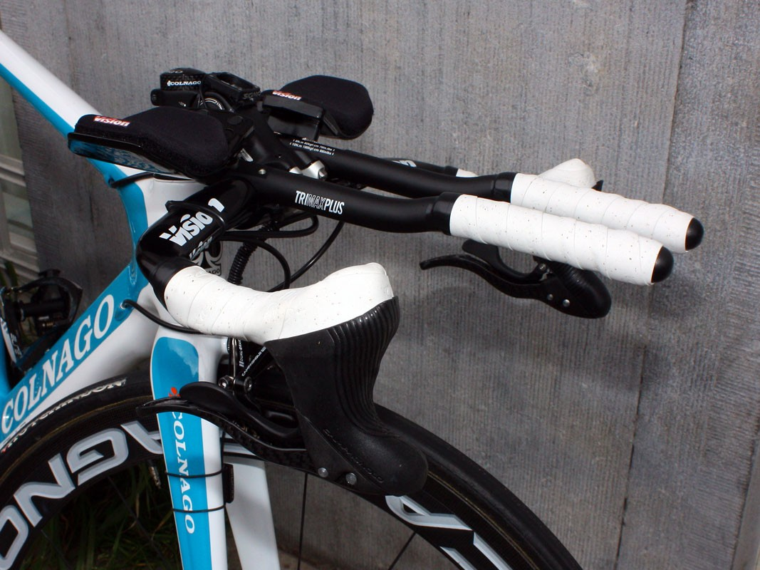 BBox-Bouygues Telecom rider William Bonnet used his usual Campagnolo Ergopower levers on his time trial bike
