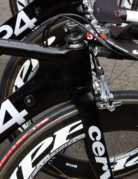 The down tube on the Cervelo P4 closely follows the curve of the fork crown for smoother airflow