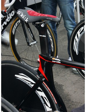 Carlos Sastre's (Cervelo TestTeam) Fizik Aliante saddle sports a textured applique for better grip while in the aero position