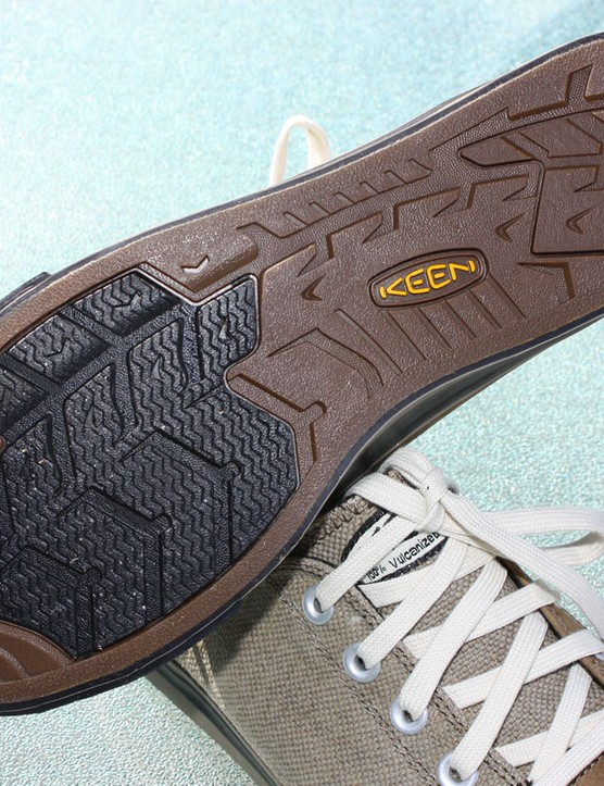 A moderately stiff partial-length midsole plate help prevent excess flex while pedaling while a softer patch of tread aids traction on flat pedals