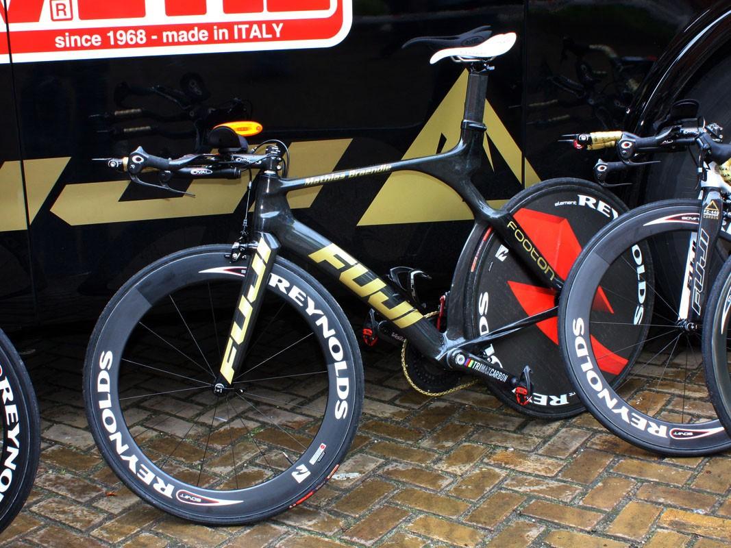 Footon-Servetto rider Mathias Braendle is providing feedback on this new 4000 time trial frame for Fuji's sister company, Kestrel