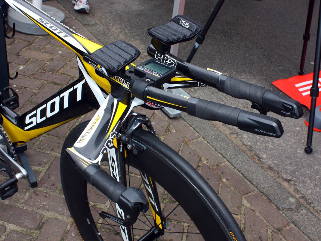 Marco Pinotti is using PRO's new Missile Evo aerobar system on his Scott Plasma 3