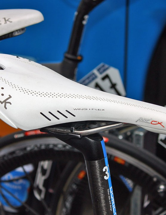 Tyler Farrar (Garmin-Transitions) is seemingly the only team rider to opt for Fizik's Pave CX saddle