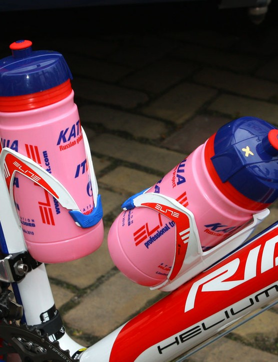 Katusha pay homage to the Giro d'Italia with these pink water bottles