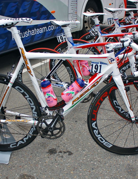 Hmm, red and green trim, gold lettering, a custom level top tube geometry … this bike can only belong to Katusha's Filippo Pozzato