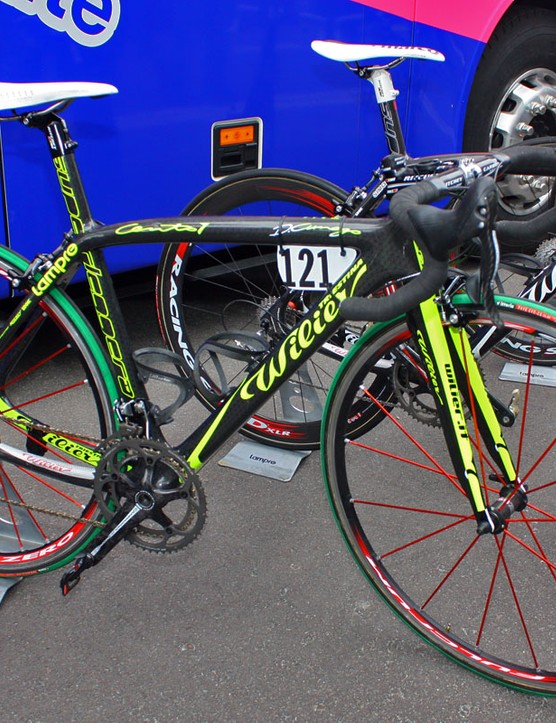Wilier has provided both Alessandro Petacchi and Damiano Cunego (Lampre-Farnese Vini) with these brightly coloured Cento 1 Superleggeras