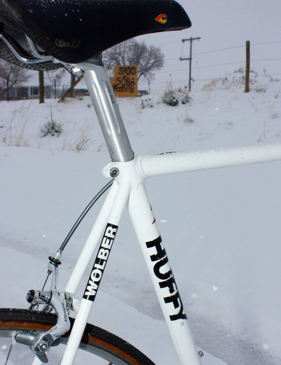 Integrated, schmintegrated - a good, old-fashioned telescoping seatpost resides in Andy Hampsten's (7-Eleven) old Huffy