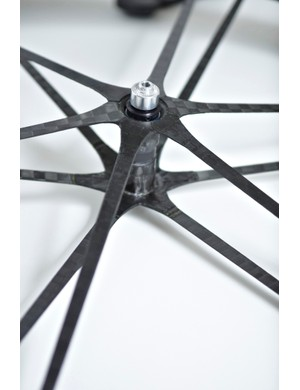 Front hub and spoke assembly