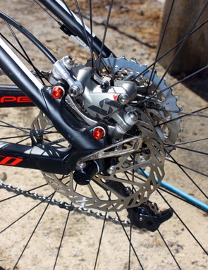 Burry Stander (Specialized Factory Team) uses a 140mm rear rotor and alloy calliper bolts to shave a few grams