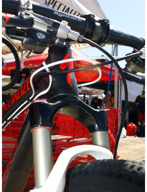 A tapered carbon fibre crown and steerer assembly is bonded to the Reba's upper tubes