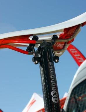 Burry Stander's (Specialized Factory Team) AX-Lightness seatpost incorporates a minimal head assembly