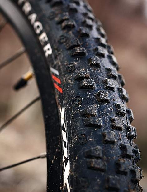 Bontrager's XDX 2.2in tyres are surprisingly grippy for fast rollers