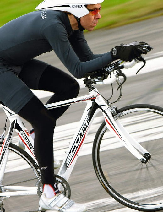 The full-carbon frame and fork of the Plasma 30 are based on Scott's CR1 road chassis