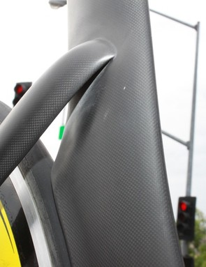 The unique stays pull away from the seat tube quickly in order to best influence airflow around the rear wheel.