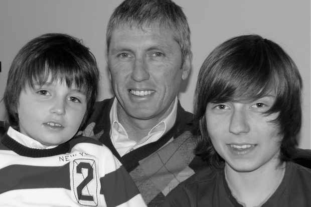 Scott Sunderland with sons Tristan (L) and Saen (R)