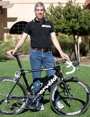 Cervélo race engineer, Damon Rinard with Bos' S3.