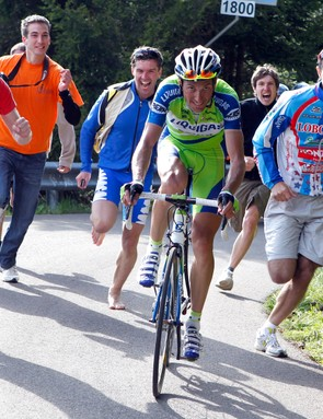Ivan Basso en route to victory in stage 15