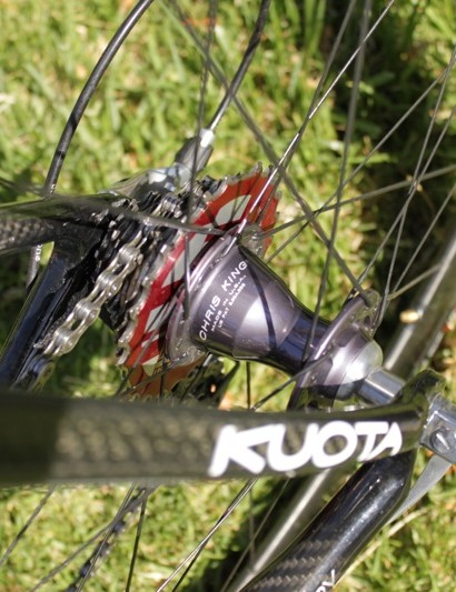 The rear hub features a titanium DriveRing with 45 engagement teeth.