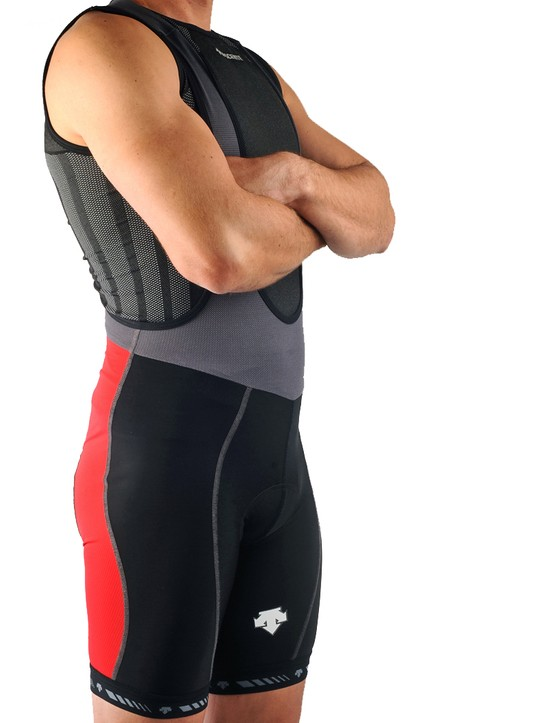 The Descente Strata Endurance bib shorts offer an excellent fit, a comfortable chamois, and airy lightweight fabrics that are perfect for hot weather