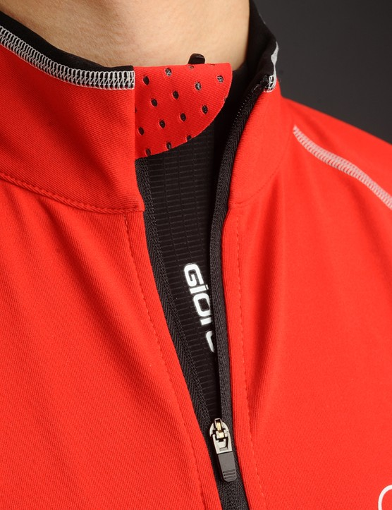 A full-length zipper flap provides a further barrier against the wind while the zipper garage prevents neck irritation.