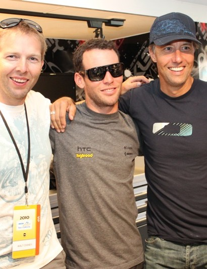L-R: Steve Blick, Oakley sports marketing, Mark Cavendish (HTC-Columbia) and Pat McIlvain, Oakley VP of marketing