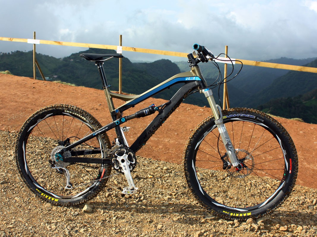 Orbea's redesigned Rallon boasts an impressive suspension design, a reasonably lightweight chassis, excellent handling and great aesthetics