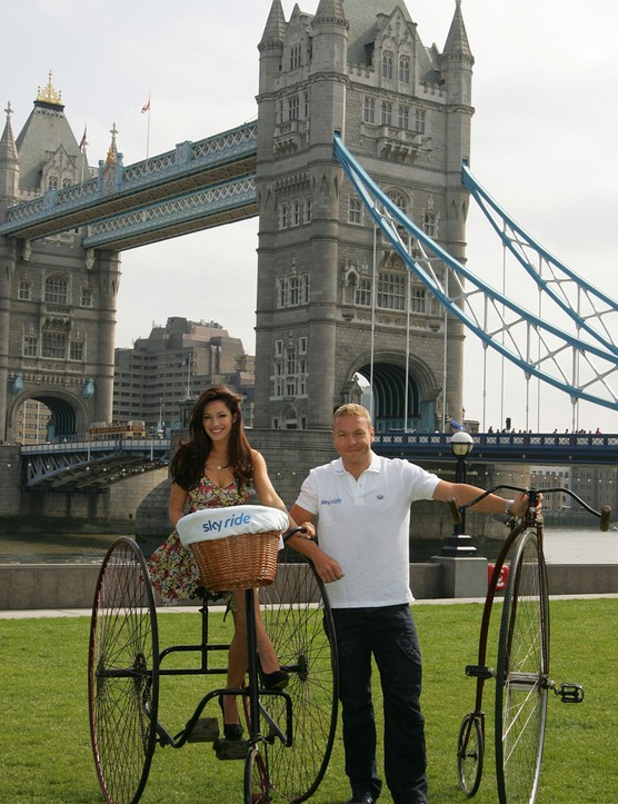 Kelly and Sir Chris launch the Sky Ride at Tower Bridge
